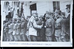 12 - Generalul Constantin Prezan întâmpinând primul detaşament de voluntari transilvăneni în gara Iaşi - 7 iunie 1917