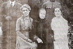 2 - Iuliu Maniu în uniformă militară (dreapta sus), alături de mama sa, Clara, fratele Cassiu şi surorile sale Elena şi Cornelia